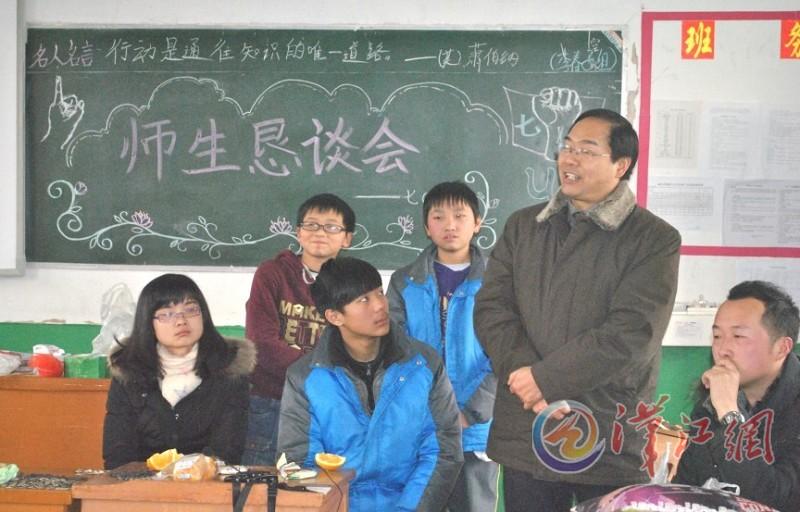襄阳五中实验中学赢得首届中考 开门红图片