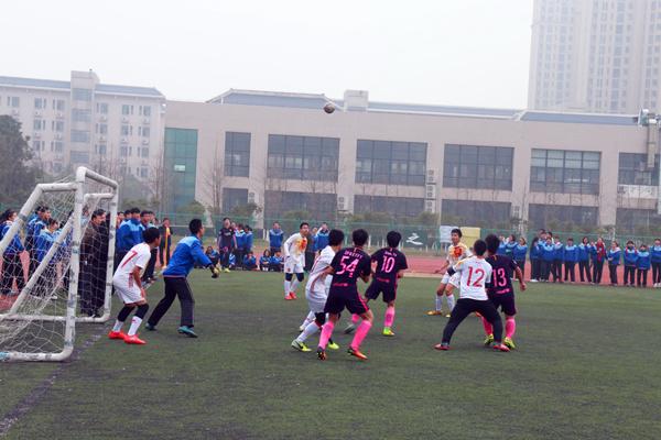 我校校园足球班级联赛顺利闭幕